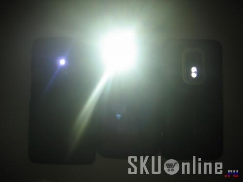 Светодиод вспышки Innos D9 способен осветить всю комнату.