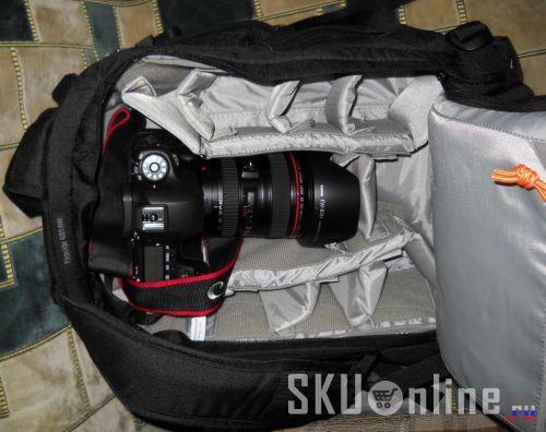 Сумка с фотоаппаратом внутри