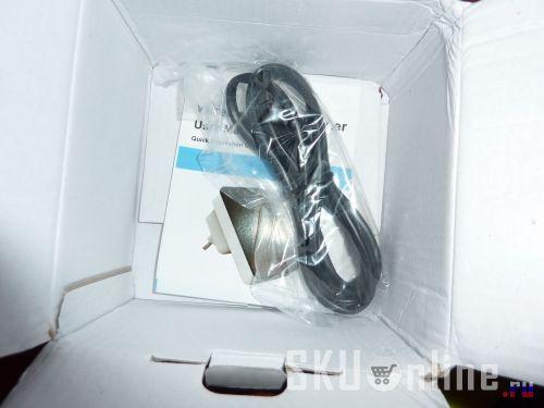 Инструкция и кабель на дне коробки с роутером