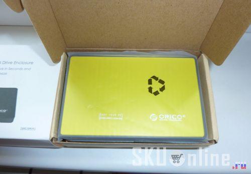 Внутри коробочки с USB-боксом Orico 2588US3