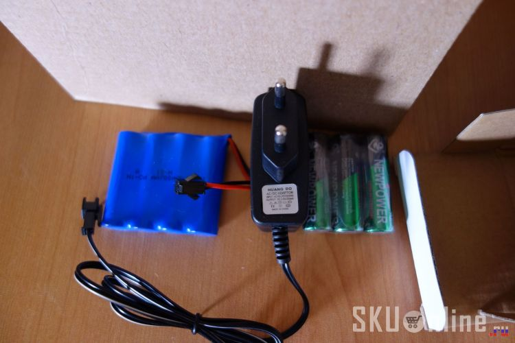 Зарядное, аккумулятор и батарейки из комплекта - 2