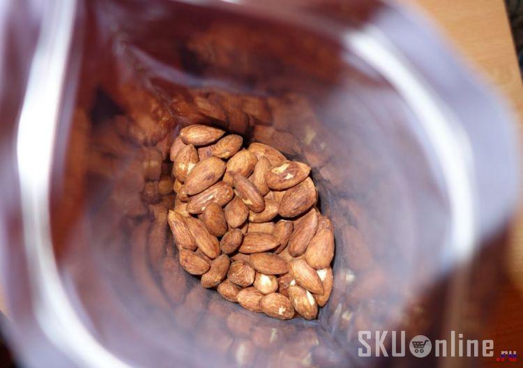 Внутри упаковки с орехами