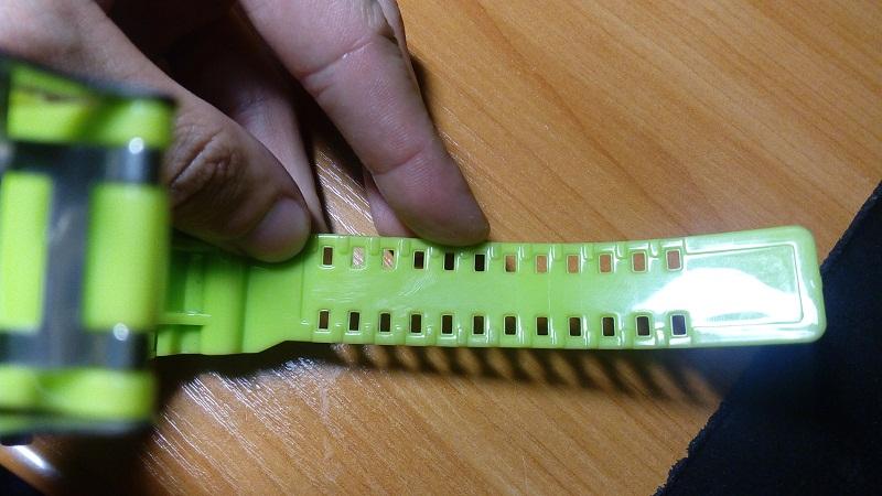 Как сделать дырку в силиконовом ремешке 59
